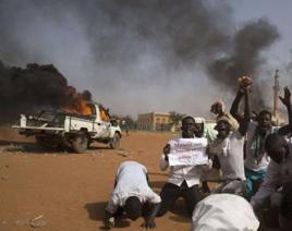 En Níger, los anti Charlie Hébdo queman 45 iglesias